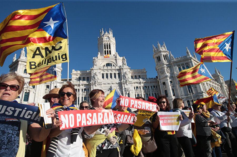 Katalonya için gösteriler düzenlenmeye devam ediyor.