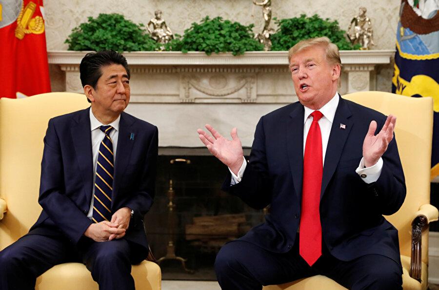 Japonya Başbakanı Shinzo Abe ve ABD Başkanı Donald Trump Washington'da bir araya deldi.