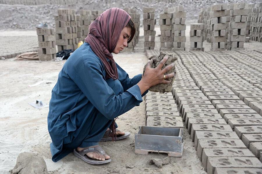 Babasına küçük yaşlardan itibaren yardım eden tuğla ustası bir Baça Poş, Sitara Wafadar.