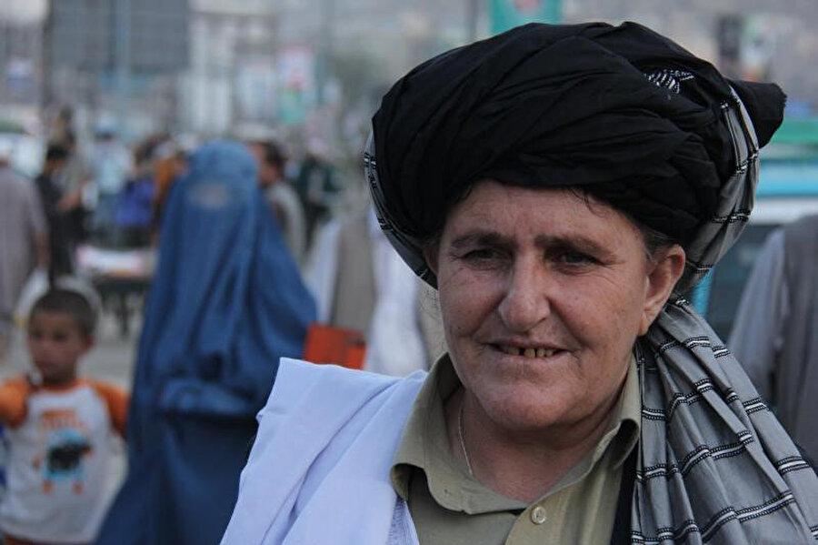 Hayatını Baça Poş olarak sürdürmeyi tercih eden bir Afgan kadın.