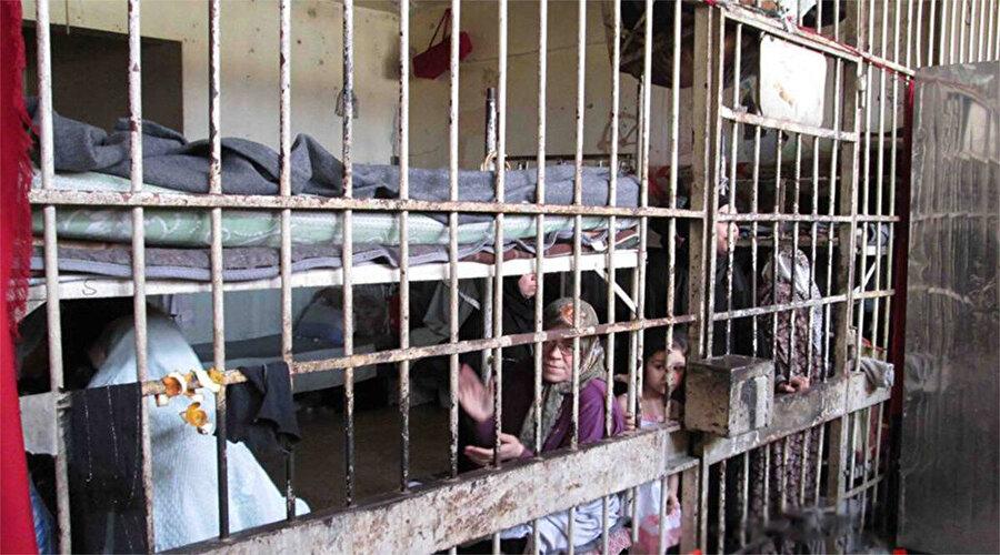 Cezaevlerinde kadınların tutulduğu koğuşlar.