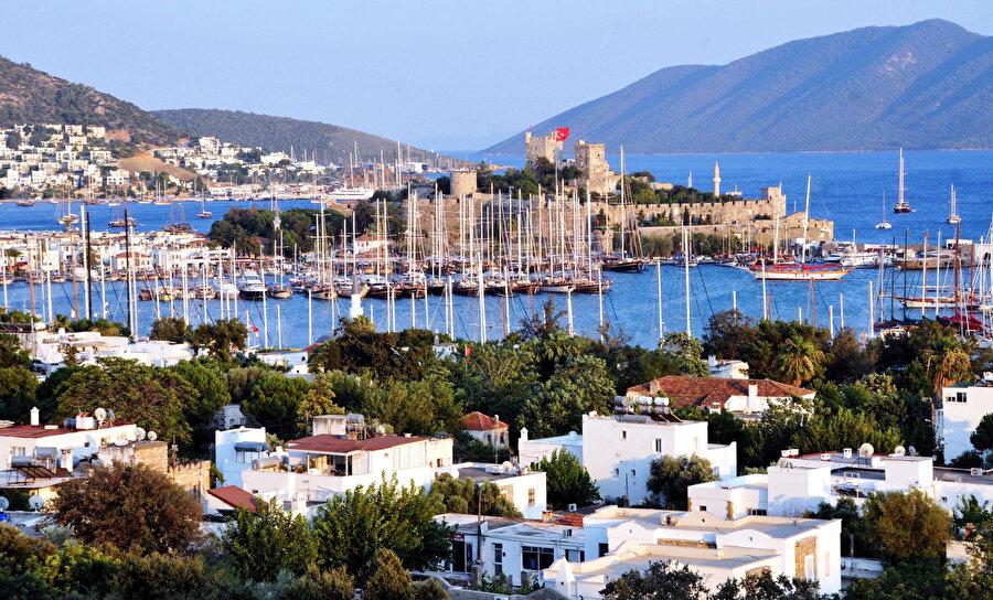 Akdeniz ve Ege Bölgesi'ndeki tatilcilerin daha çok her şey dahil avantajının sunulduğu otelleri tercih ettiği belirtiliyor.