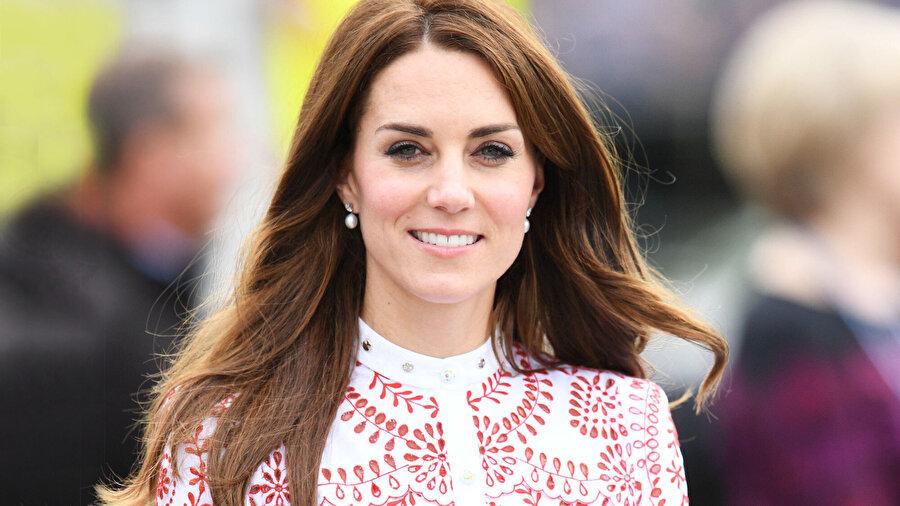 Kate Middleton 3 çocuk annesidir.