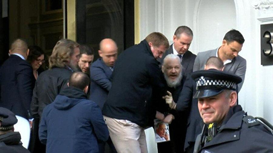 Assange, 7 yıl sonra böyle gözaltına alınmıştı.