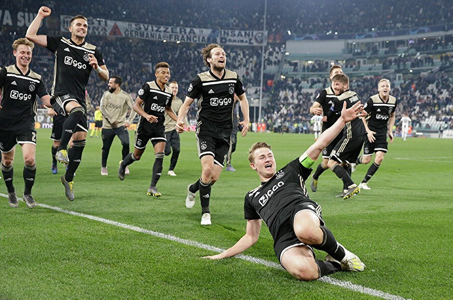 Ajax'lı futbolcuların Juventus maçı sonrası yarı final sevinci.