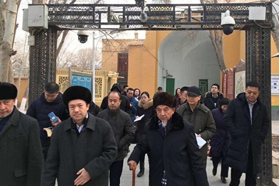 Çin'in Sincan Uygur Özerk bölgesindeki gözetleme kameraları.