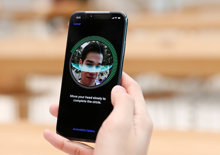 Son kullanıcıların daha çok akıllı telefonlarda karşısına çıkan yüz tanıma özelliği, aslında devlet dairelerinden hava alanlarına kadar birçok farklı noktada aktif olarak kullanılıyor.