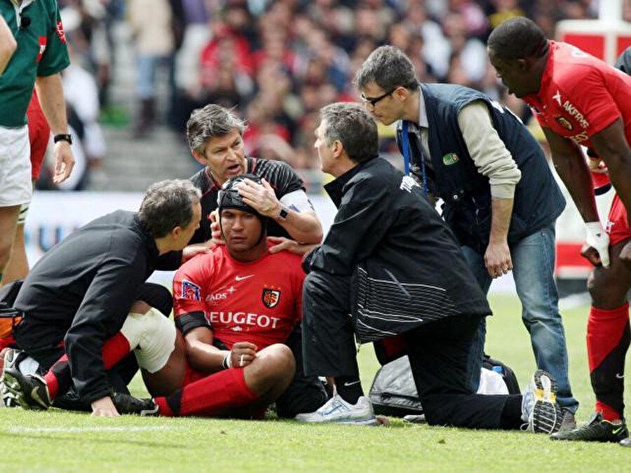 Rugby gibi sert sporlarda 'beyin sarsıntısı' görülme tehlikesi oldukça yüksek.