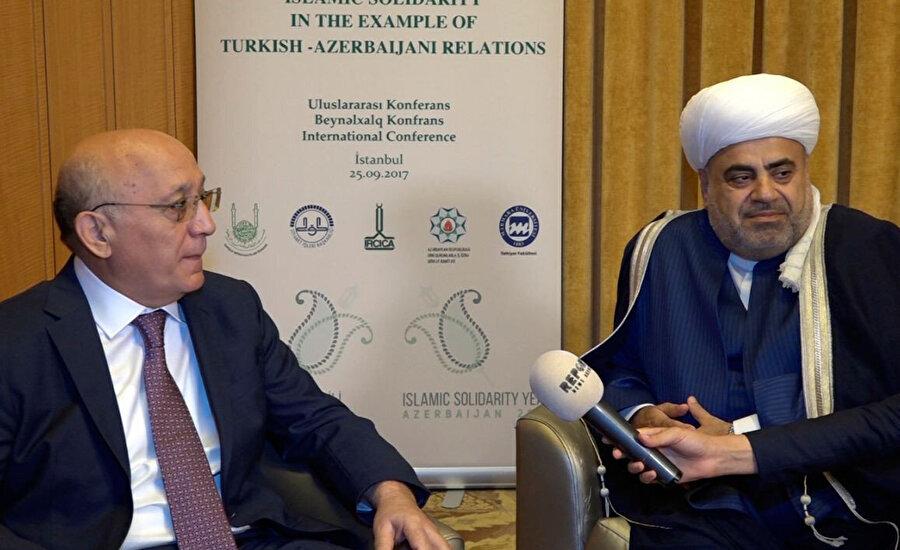 """""""Dini Kurumlarla İş Üzere Devlet Komitesi"""" başkanı Mübariz Gurbanlı (solda) ve Kafkas Müslümanları Dini İdaresi başkanı Allahşükür Paşazade"""