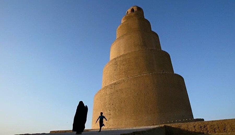 Farklı bir açıdan Melviye minaresi.
