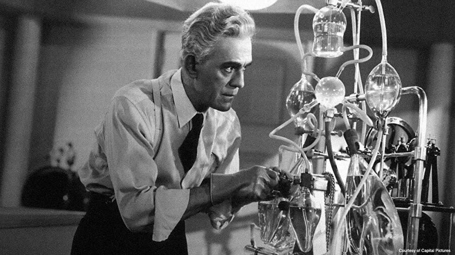 İcatların ortaya çıkmasında bilim insanlarının çalışmaları kadar 'hataların' da etkisi oldu. Bambaşka icatlar ya da bilimsel çalışmalar için uğraşan bilim insanları hiç beklemediği icatlarla karşılaştı, tarihe özel ürünler armağan etti.