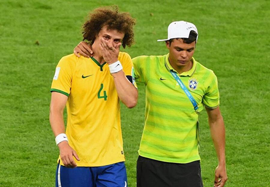 David Luiz, tarihi mağlubiyetin ardından gözyaşlarını tutamamıştı.