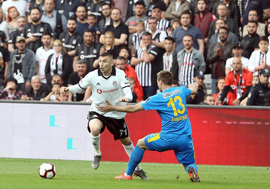 Beşiktaş'ın derbideki en önemli kozu Burak Yılmaz olacak.
