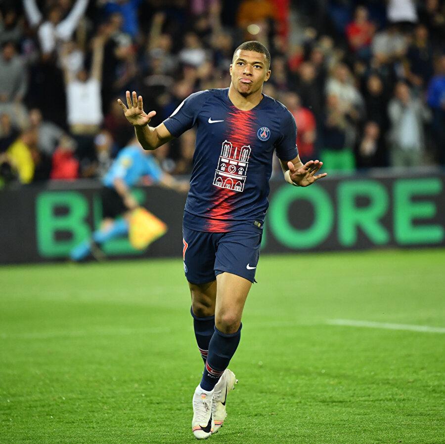 Mbappe, PSG formasıyla bu sezonu ligde şampiyon olarak tamamladı.