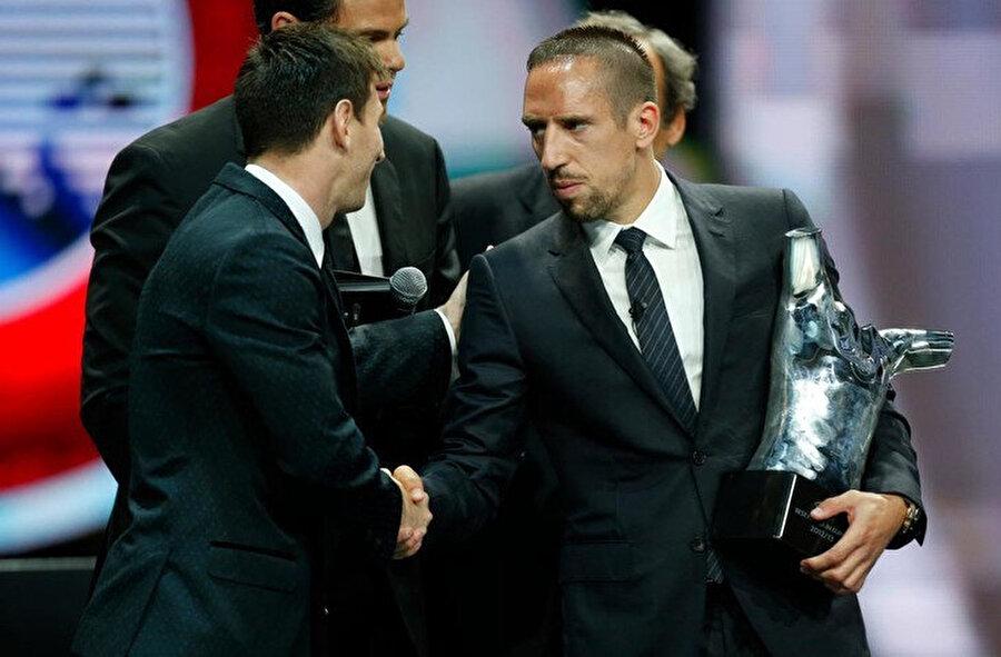 Avrupa'da 'yılın futbolcusu' ödülünü alan Ribery, Messi ile sohbet ediyor.