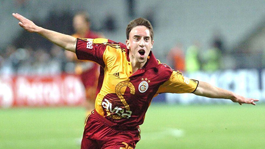 Ribery, 2005 yılında kısa süreliğine formasını giydiği Galatasaray'da taraftarların unutamadığı isimlerden biri olmuştu.