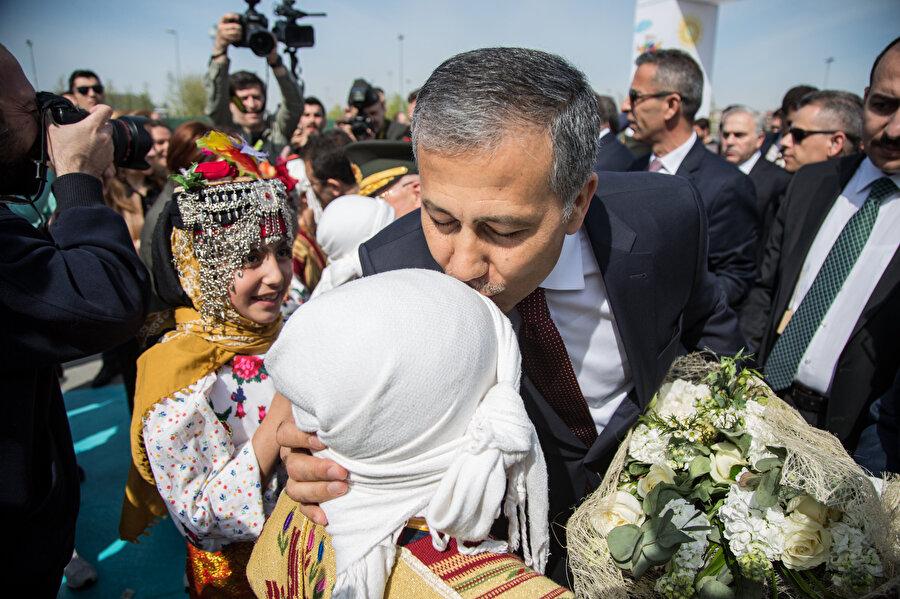 Ali Yerlikaya 23 Nisan Ulusal Egemenlik ve Çocuk Bayramı'nda çocuklarla bir araya gelmişti.