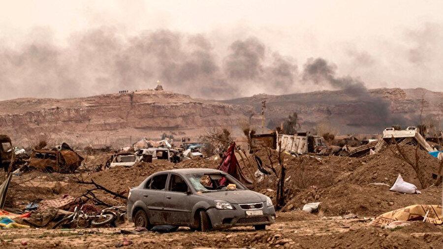 Yazarın büyüdüğü Suriye'nin Doğu Bölgesi Deyrizor'un, IŞİD'in yenilgiye uğratıldığının ilan edilmesinden bir gün sonraki görüntüsü. (Delil Souleiman / AFP / GETTY)