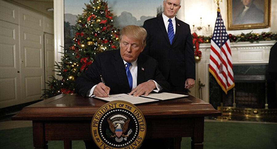 ABD Başkanı Donald Trump uluslararası hukuku hiçe sayarak İsrail'in başkenti olarak Kudüs'ü tanıyan kararnameyi imzalamıştı.