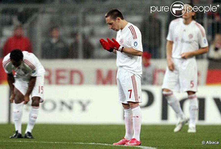 Franck Ribery maçtan önce dua ediyor.