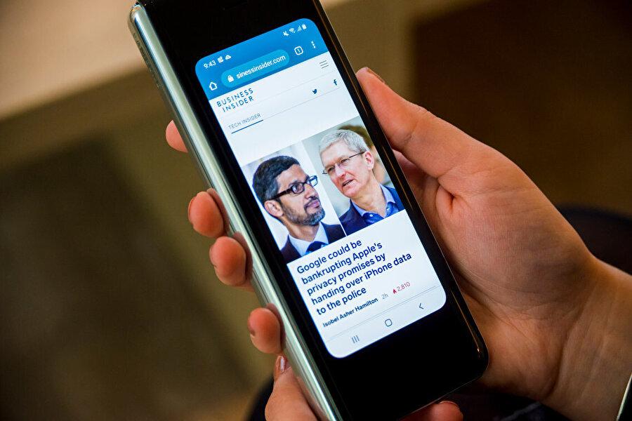Dünyanın ilk katlanabilir ekranlı akıllı telefonunun fiyatı 1980 dolar olarak belirlendi. Ayrıca, çıkış tarihi olarak 26 Nisan açıklandı.