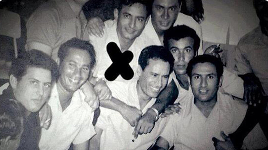 Hafter gençlik yıllarında, Kaddafi ile birlikte.