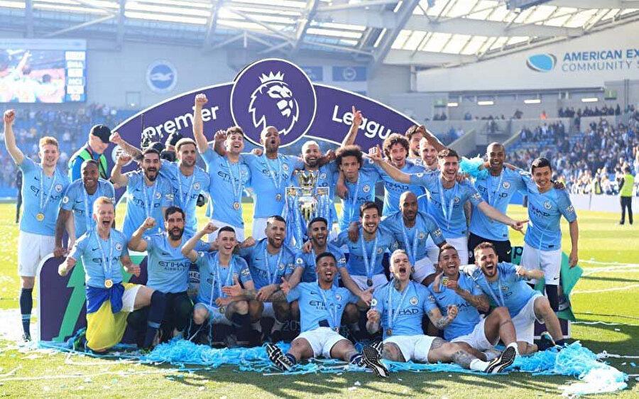Manchester City'li oyuncular şampiyonluk coşkusunu böyle yaşadı.