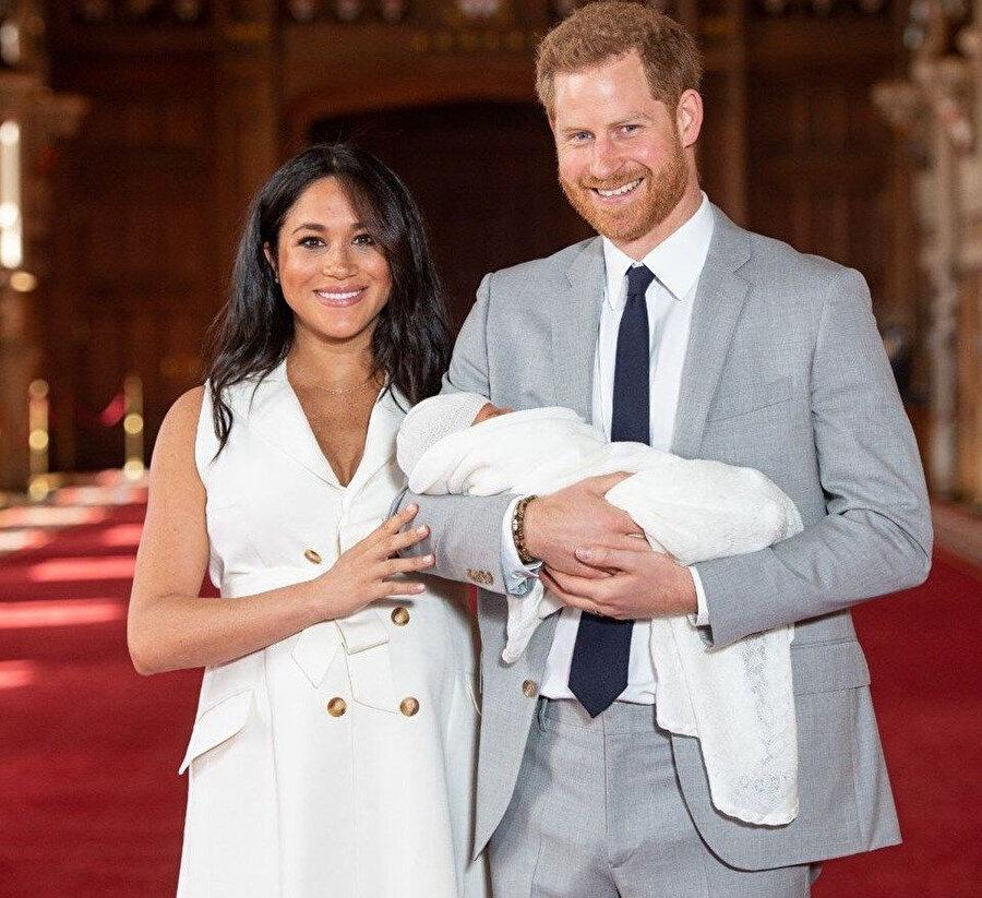 Prens Haryy ve Meghan Markle, oğullarını basınla tanıştırdı.