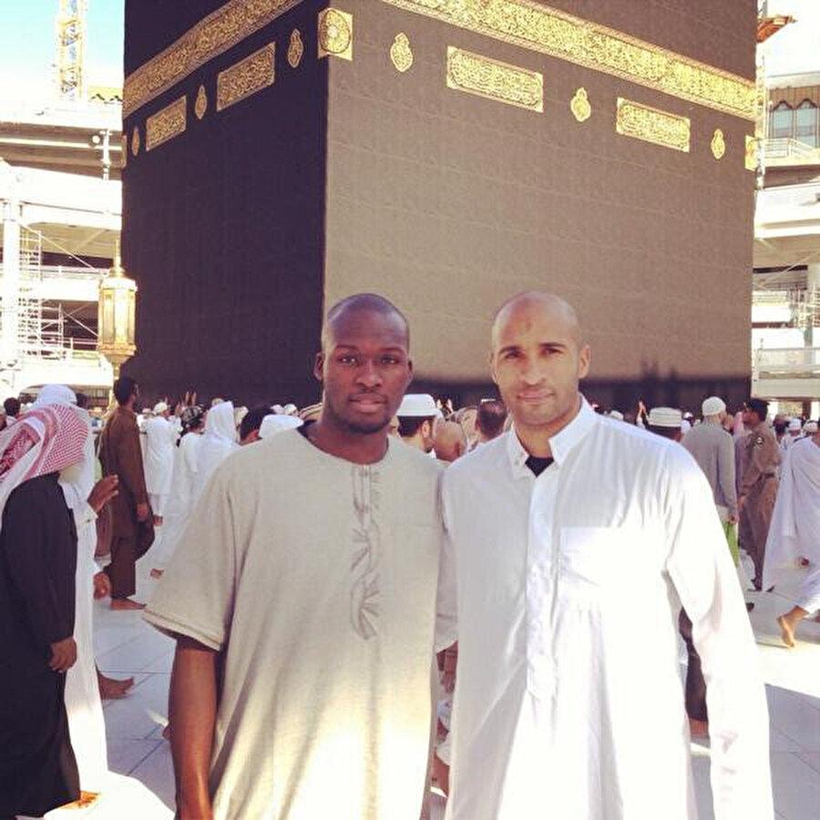 Moussa Sow, Umre ziyaretini yerine getiriyor.