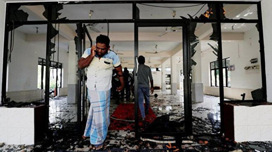 Saldırıya uğrayan yerlerden biri de Kiniyama'daki bu camiydi.