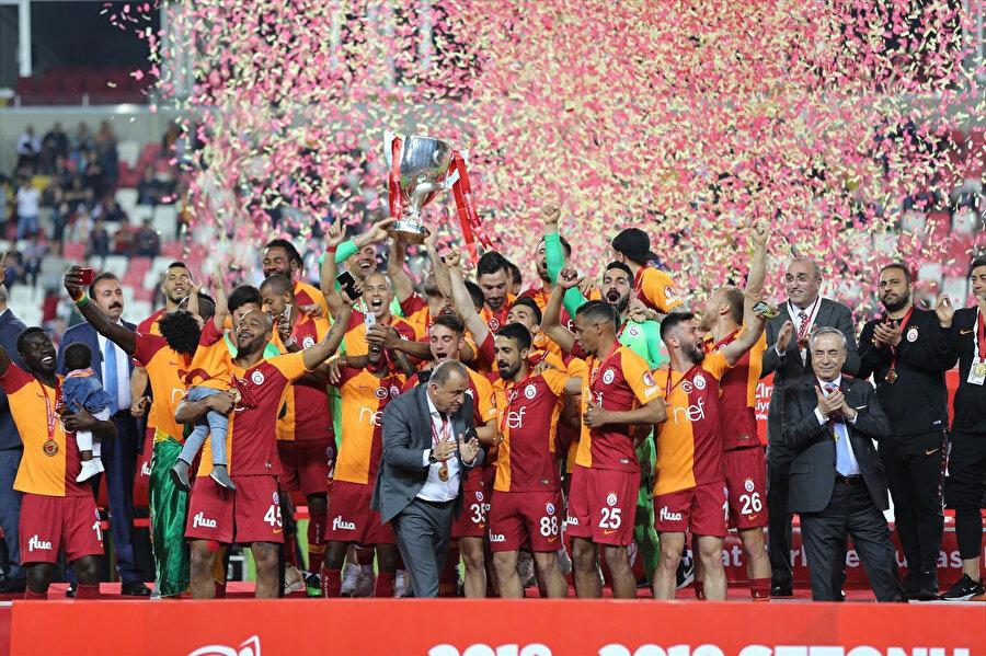 Galatasaray kafilesinin şampiyonluk sevinci.