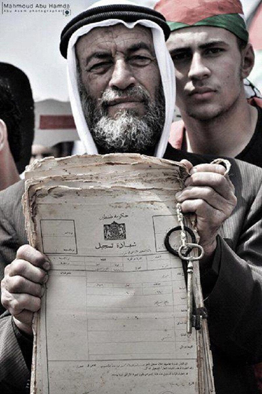 Evine geri dönmek isteyen bir Filistinli