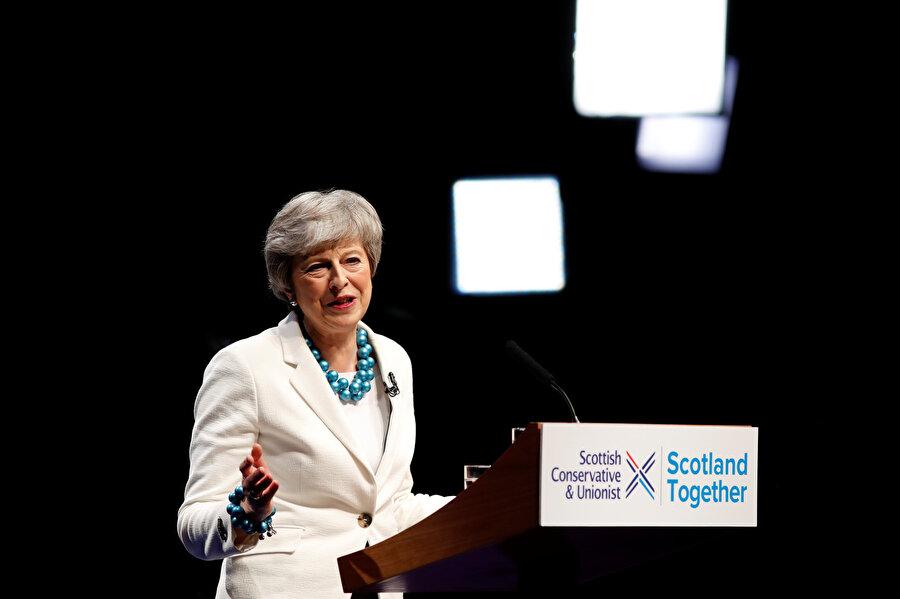 İngiltere'de Başbakan May'in istifası konuşuluyor.