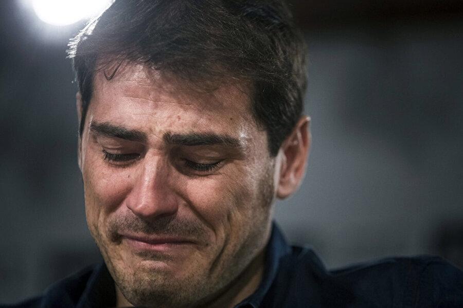 Iker Casillas, Real Madrid'e veda ettiği basın toplantısında gözyaşlarına hakim olamamıştı.