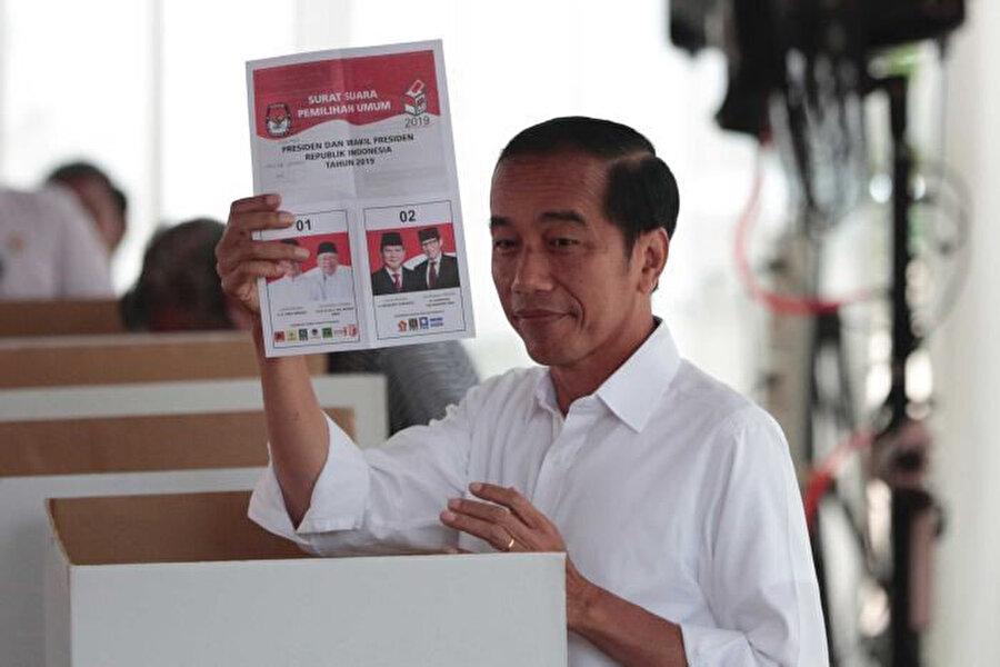 Seçimi kazanan Endonezya'nın mevcut Devlet Başkanı Joko Widodo.