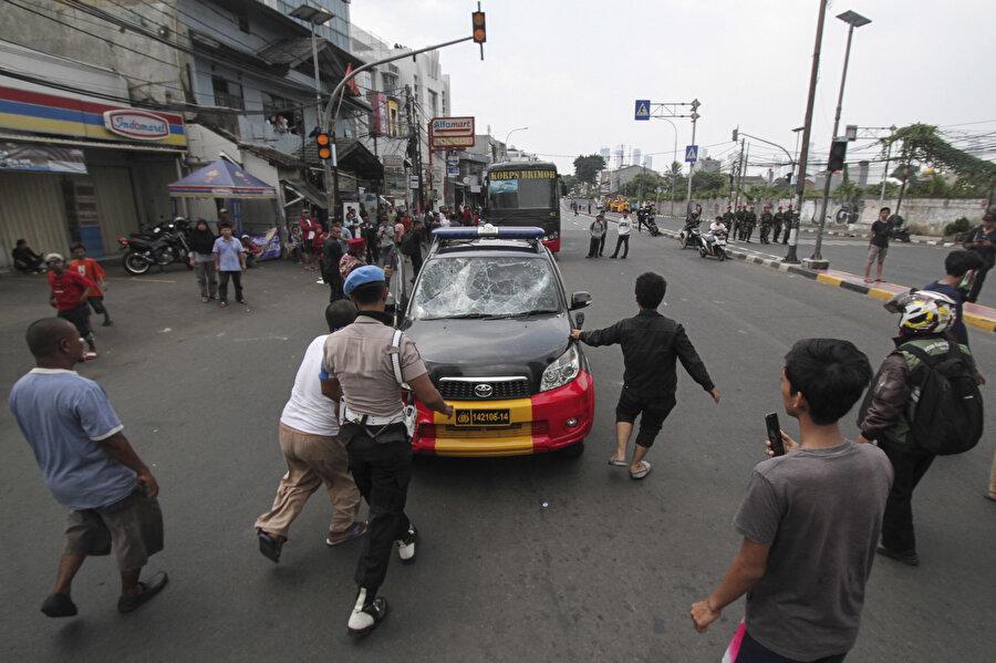 Gösteriler boyunca ana caddelerde trafik durma noktasına geldi.
