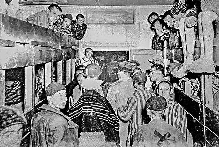 Dachau toplama kampı.