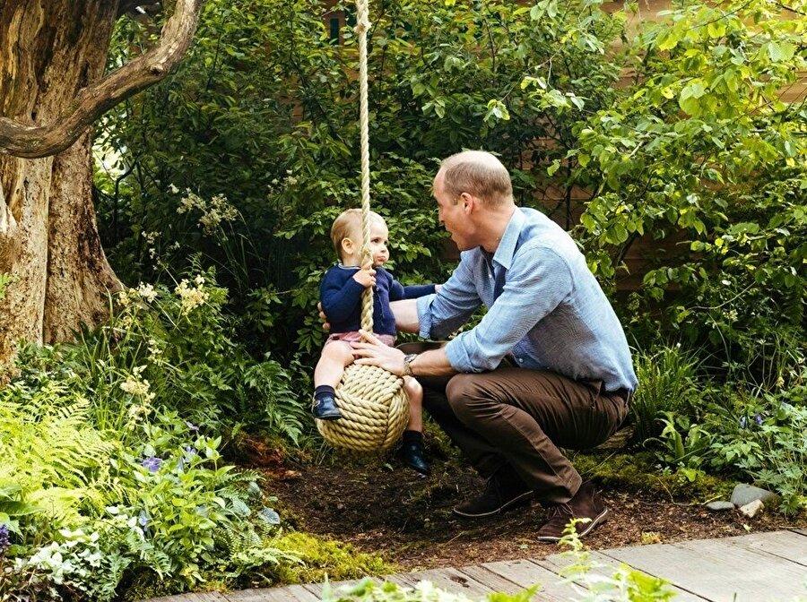 Prens William ve küçük oğlu.