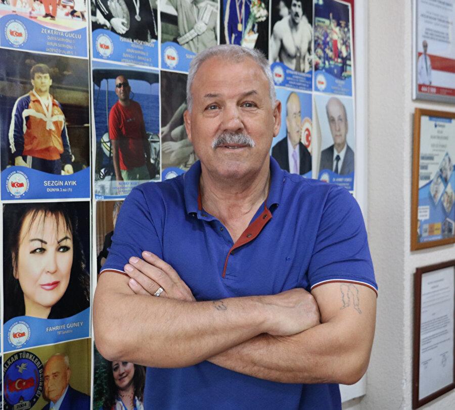 Bulgaristan'dayken güreş müsabakalarında dereceler elde eden, üç kez Avrupa şampiyonu olan Efrahim Kamberoğlu, göç ettikten sonra Türkiye adına yarışmalara katıldı.