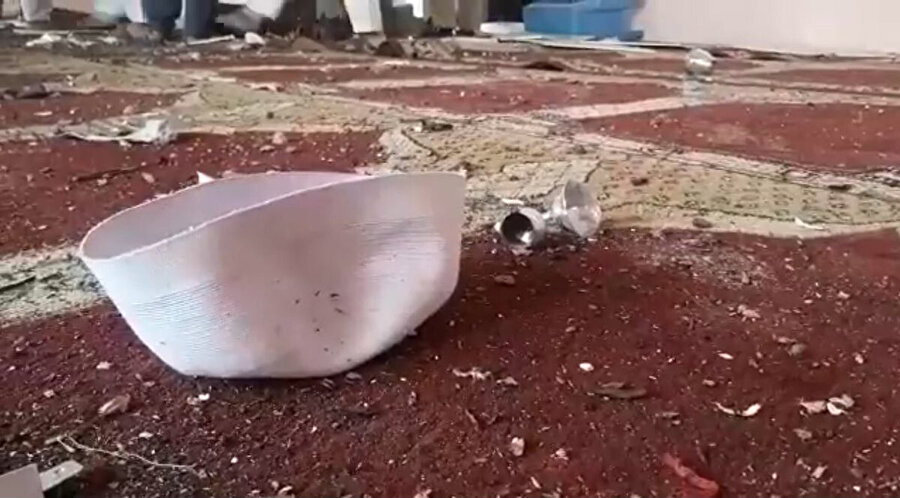 Patlama sonrası etrafa saçılan eşyalar