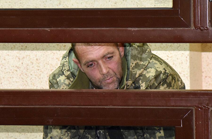 Rusya mahkemesine çıkarılan bir Ukrayna askeri