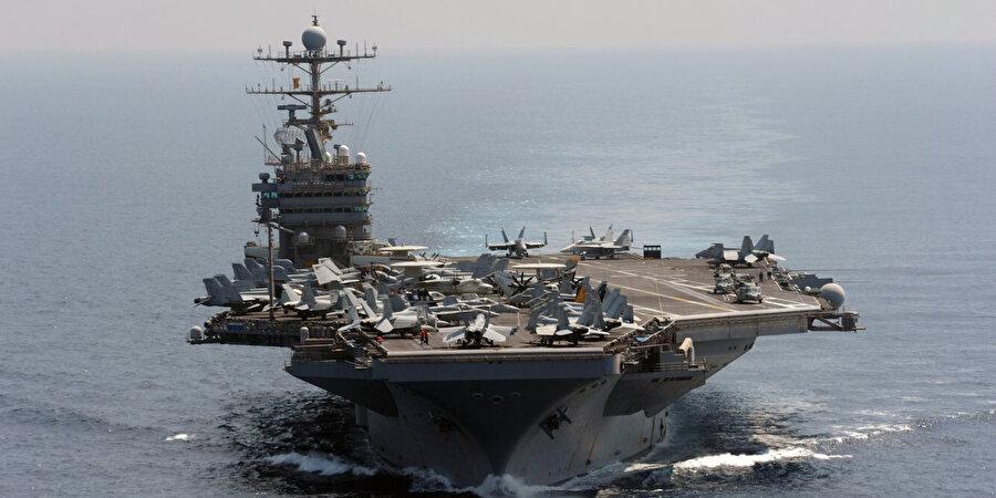 USS Abraham Lincoln Uçak Gemisi.