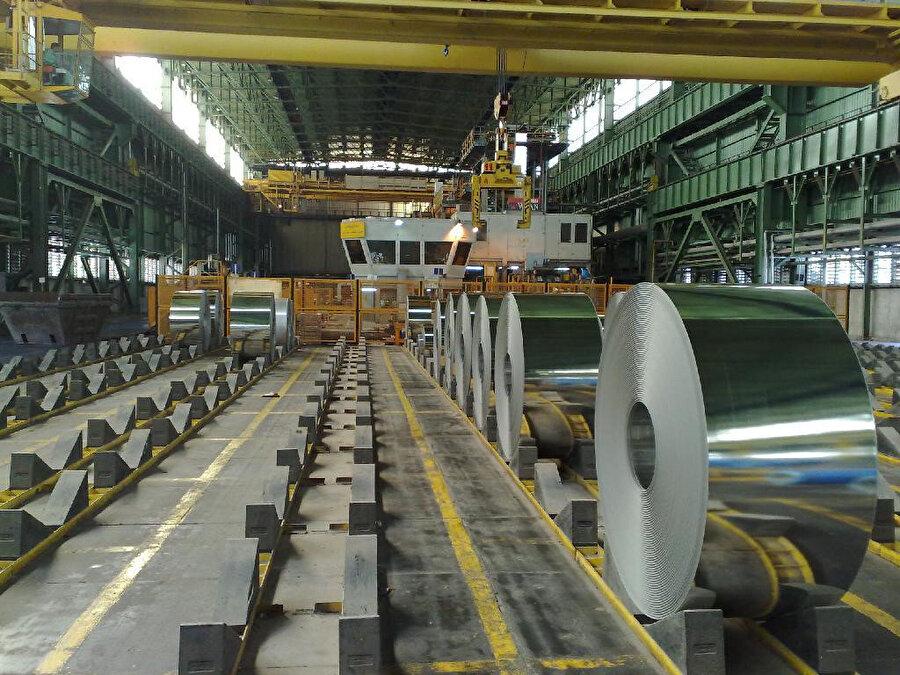 İran'a uygulanan ekonomik ambargodan en çok etkilenen sektörlerden biri de demir-çelik endüstrisi oldu.