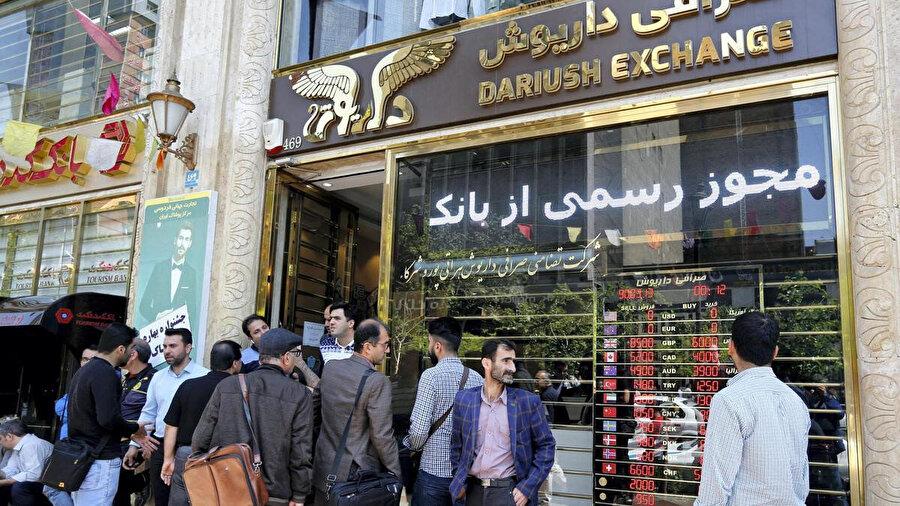 İran'da ekonomik darboğaz.
