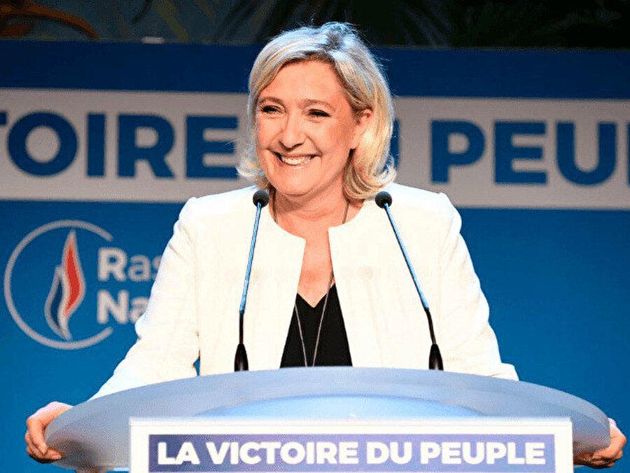 Marine Le Pen seçimin kazananlarından oldu.