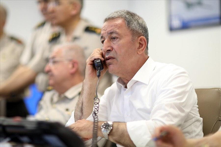 Milli Savunma Bakanı Hulusi Akar, Genelkurmay Başkanı Orgeneral Yaşar Güler ve Kuvvet Komutanları, Irak Kuzeyi Hakurk'ta başlatılan operasyonu, gece süresince Silahlı Kuvvetler Komuta ve Harekat Merkezinden sevk ve idare etti.