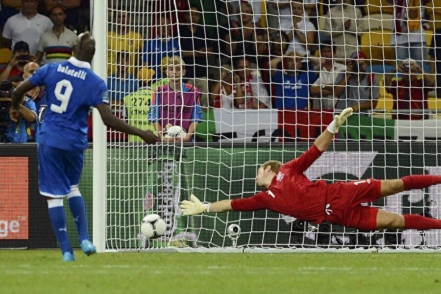 Mario Balotelli'den kusursuz penaltı.