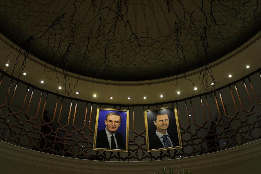 Beşar Esad'ın (sağ) gözaltı sistemi, babası Hafız Esad (sol) tarafından oluşturulmuş sistemin çok daha büyütülmüş hâli. (Görsel: Marko Djurica/Reuters)