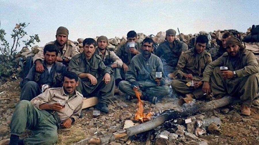 Şırnak'ta 2017'de yaşanan helikopter kazasında şehit düşen Tümgeneral Aydoğan Aydın 1997'de Kuzey Irak'ta düzenlenen operasyonlara katıldı. (Sol, en önde)