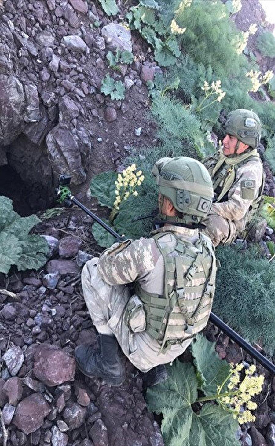 Terör örgütüne ait olduğu belirlenen mağaralardaki malzemeler imha ediliyor.